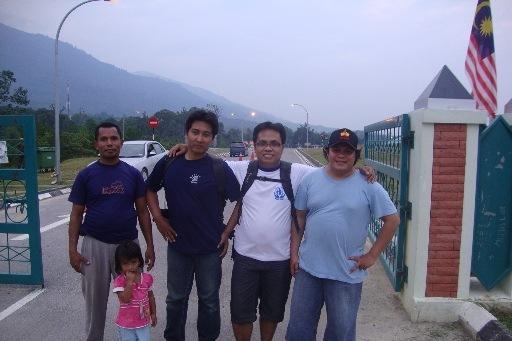 Berkunjung ke Daerah Perbatasan Indonesia - Malaysia di PPLB Desa Aruk, Kecamatan Sajingan Besar, Sambas