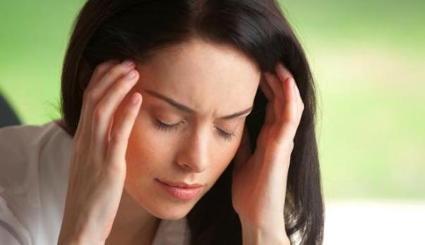 Cara Menghilangkan Sakit Kepala Sesuai dengan Penyebab dan Gejalanya